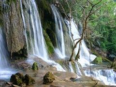 Kuang Si водопад
