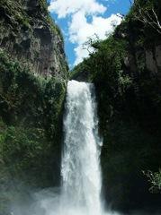 водопад недалеко от Баньос