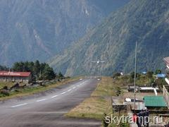 394 Plane landing at Lukla airport (2)