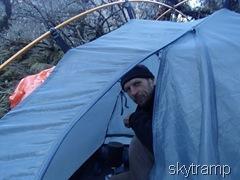 выглядываю из палатки